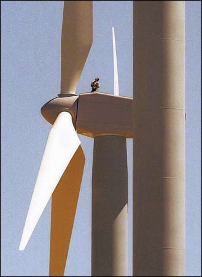 A tethered worker at FPL Energy's Stateline Wind Project on Hatch Grade near Wallula Junction prepares to make a blade readjustment on a 24-story wind turbine, one of 450 that will produce energy at the site. Photo: AP PHOTO / WALLA WALLA UNION-BULLETIN