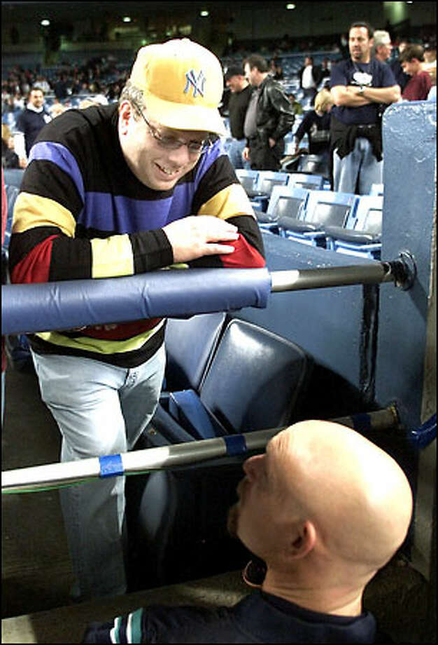 New York clothing-store owner, Yankees fan and serial mooner Joel Oks chats with Jay Buhner before Game 4. Photo: PAUL KITAGAKI JR./P-I