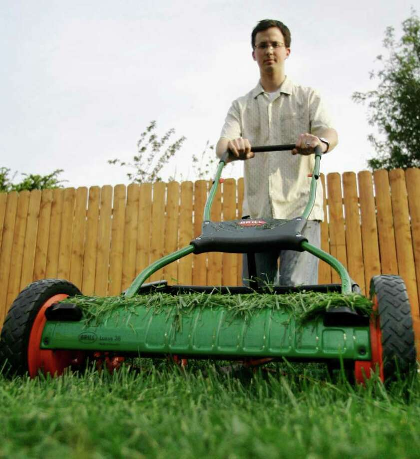 Use a manual lawn mower. Photo: M. Spencer Green, STF / San Antonio Express-News