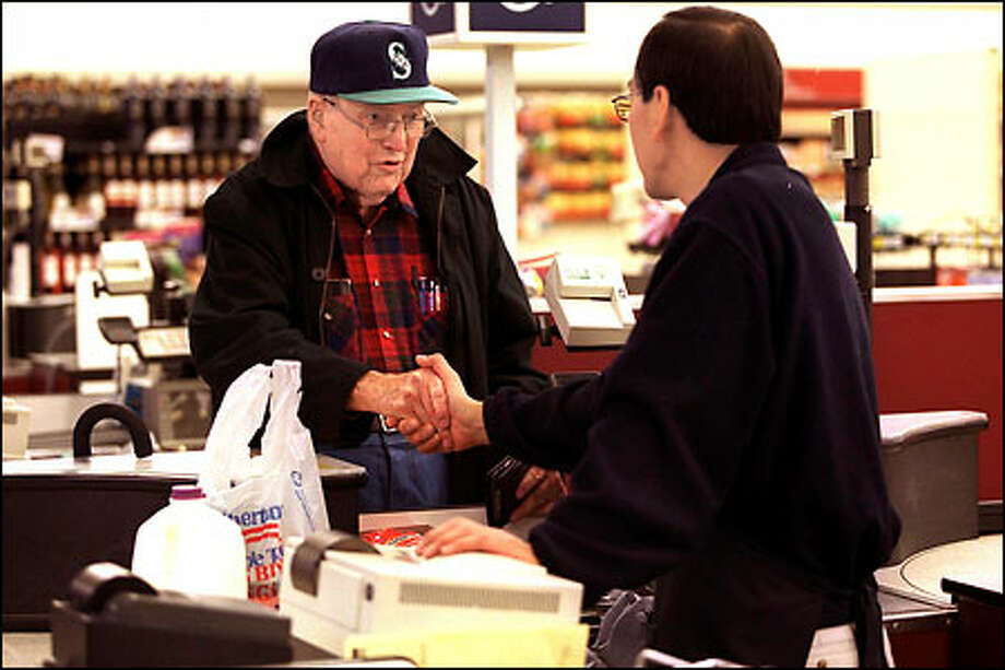 Dick Richards says goodbye to cashier John Yoshihara at the Albertson's store at 5250 40th Ave. N.E. The small grocery store is closing next Thursday. Photo: Phil H. Webber/Seattle Post-Intelligencer