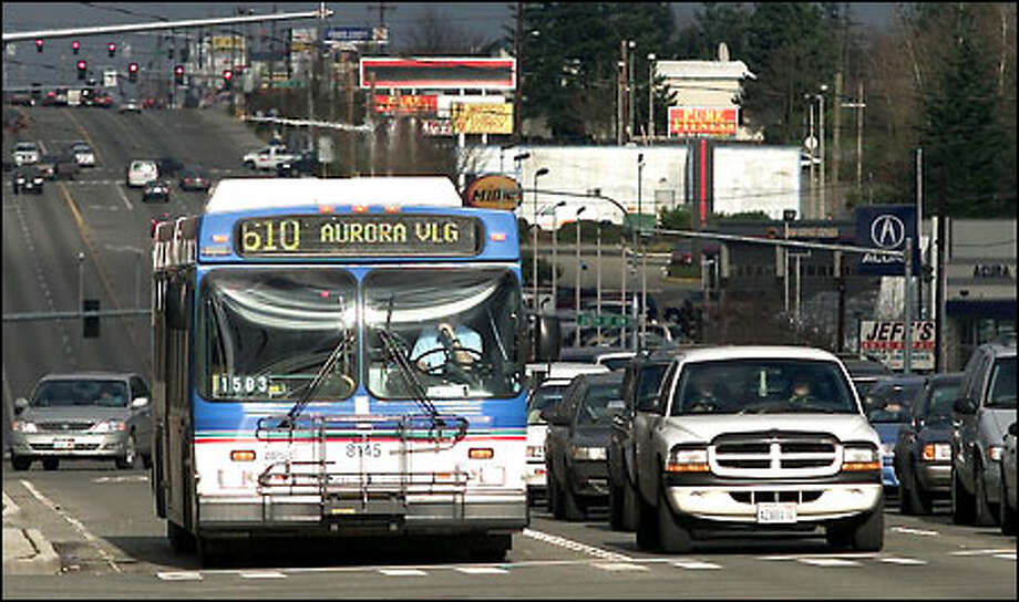 The No. 610 bus waits at a signal light at 220th Street Southwest and state Route 99 after Sunday service resumed yesterday after a two-year hiatus created by Initiative 695. Photo: Paul Kitagaki Jr./Seattle Post-Intelligencer