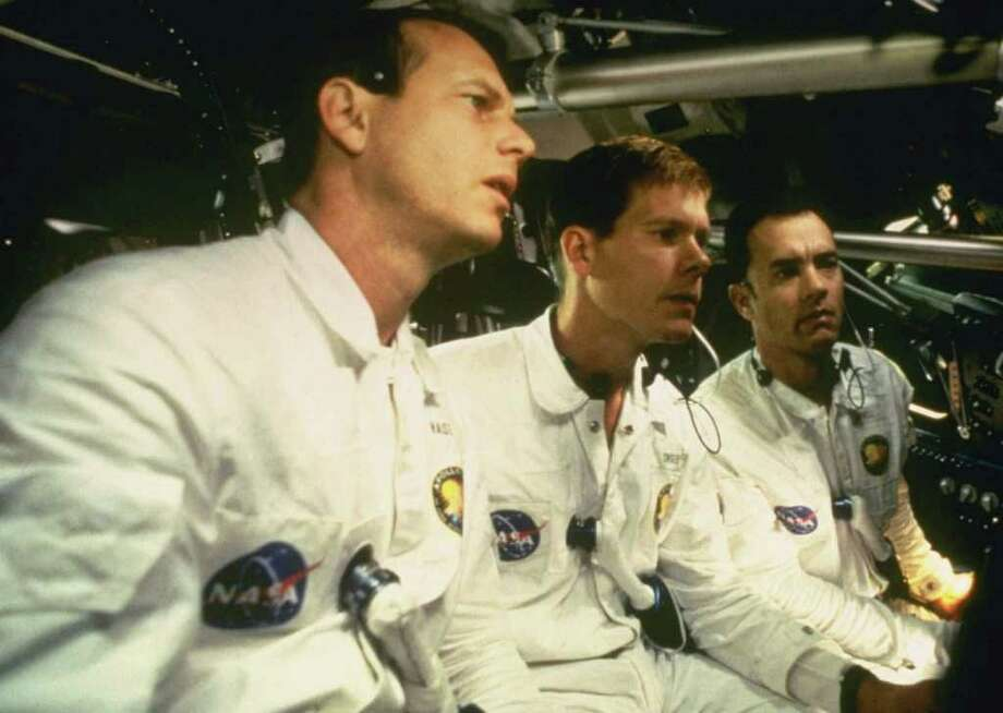 ABC4 (3/31/98) ``APOLLO 13'' - PICTURED: BILL PAXTON, KEVIN BACON, TOM HANKS.   Tom Hanks stars in this riveting, realistic account of the ill-fated 1970 lunar mission which - when nearing the moon - ran into a ``problem'' 200,000 miles away from the the earth, in ``APOLLO 13,'' airing SUNDAY, APRIL 26 (8-11 pm, ET) on the ABC Television Network.  Also starring in this Universal Pictures release are Kevin Bacon and Bill Paxton.     HOUCHRON CAPTION (01/15/2005)  SECSTAR COLOR: HIGH FLIER: Kevin Bacon, center, was in Houston to film ``Apollo 13'' with Bill Paxton, left, and Tom Hanks. Photo: UNIVERSAL PICTURES, STR / UNIVERSAL PICTURES