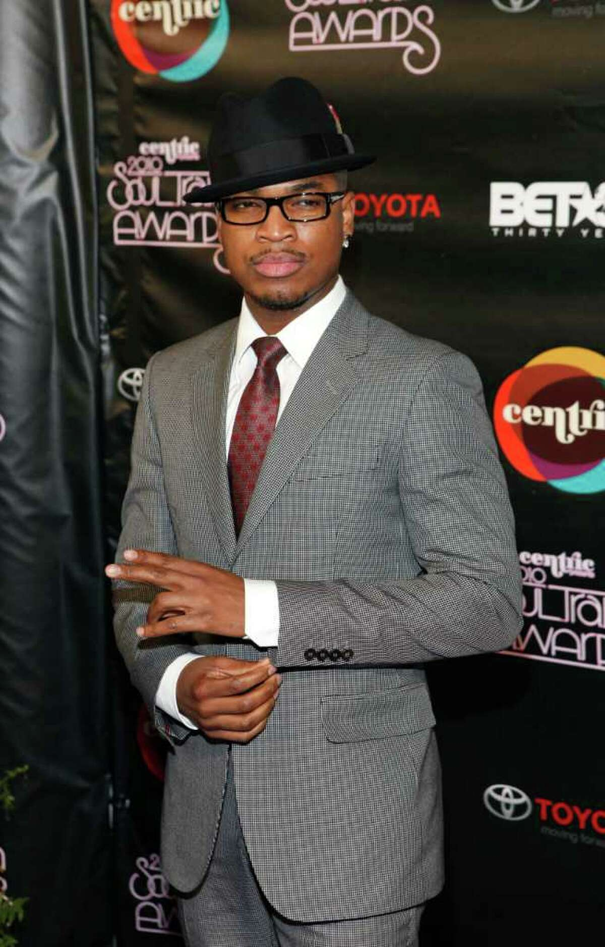 """FILE - In this Nov. 10, 2010, Ne-Yo arrives for the Soul Train awards in Atlanta. Grammy winning-singer Ne-Yo confirmed Friday, March 11, 2011, that he closed a deal with the Cartoon Network to produce his own show called """"I Heart Tuesdays."""" (AP Photo/David Goldman, file)"""