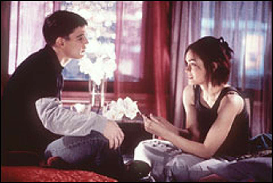 Just after Matt (Josh Hartnett) agrees to 40 days of celibacy, he meets Erica (Shannyn Sossamon), a woman who has everything but celibacy on her mind. Photo: CHRIS LARGE