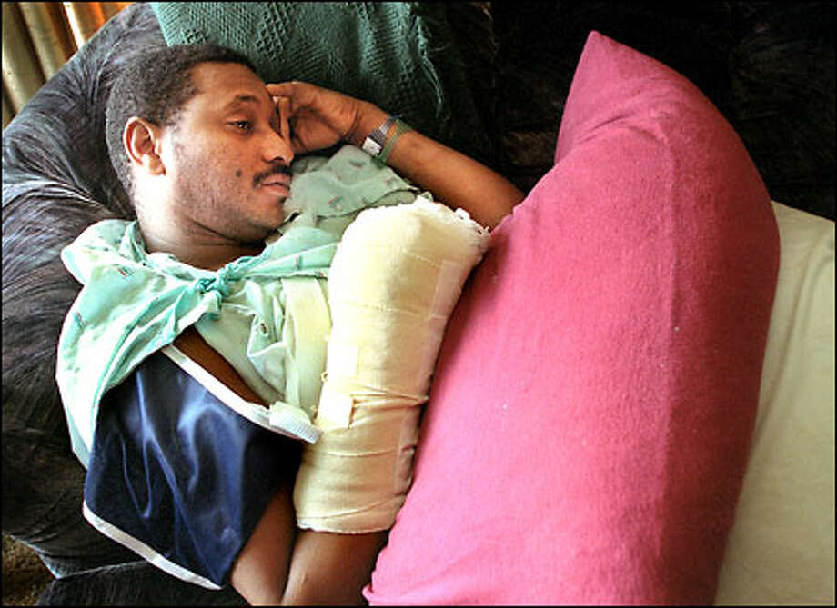 Robert Lee Thomas Jr., shot in the hand by the officer who killed Robert Lee Thomas Sr., is recovering at his father's home in Ballard. Photo: Renee C. Byer/Seattle Post-Intelligencer