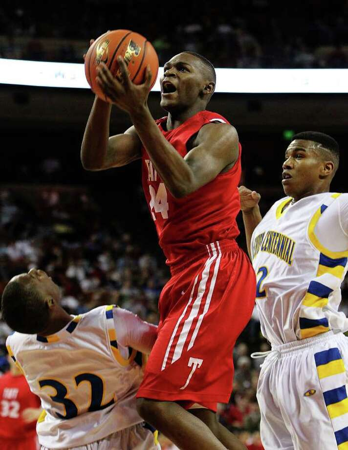 Taft's Deondre' Logan (24) splits Garland Lakeview Centennial's Bryan Lipsey (32) and Chris Jones (22) while going to the basket in the first half at the UIL Boys Basketball State Championships in Austin, Texas on Friday, Mar. 11, 2011.  Kin Man Hui/kmhui@express-news.net Photo: KIN MAN HUI, Kin Man Hui/kmhui@express-news.net / San Antonio Express-News