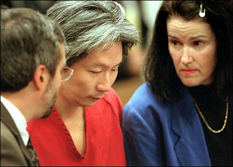 "Kwan Fai ""Willie"" Mak listens to his attorneys, David Zuckerman, left, and Kathryn Ross, after Mak was formally sentenced to life in prison yesterday. Photo: Grant M. Haller/Seattle Post-Intelligencer"