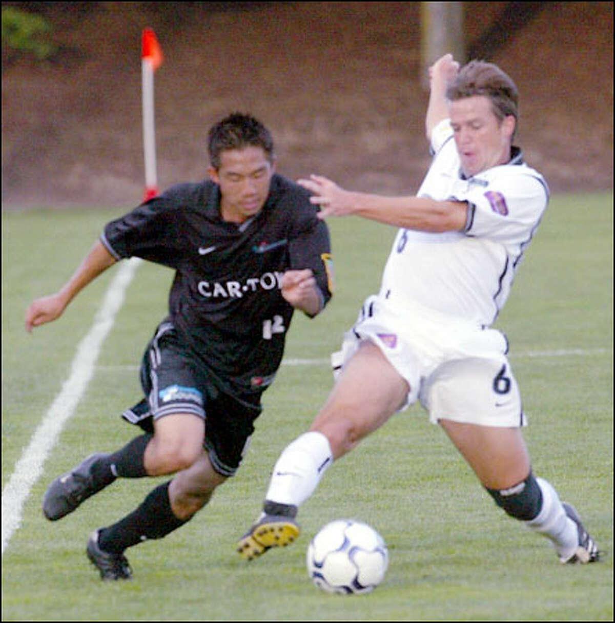 Seattle midfielder Viet Nguyen, left, and San Jose counterpart Ronnie Ekelund battle for the ball.