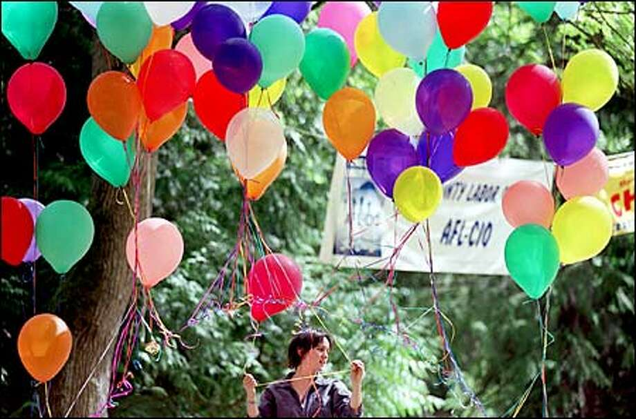 With the day off from her job as a secretary at the King County Labor Council, Cody Strauss spent yesterday handing out balloons in Woodland Park at the annual Labor Day picnic sponsored by the labor council. A long list of issues was aired at the annual get-together. Photo: Paul Joseph Brown/Seattle Post-Intelligencer