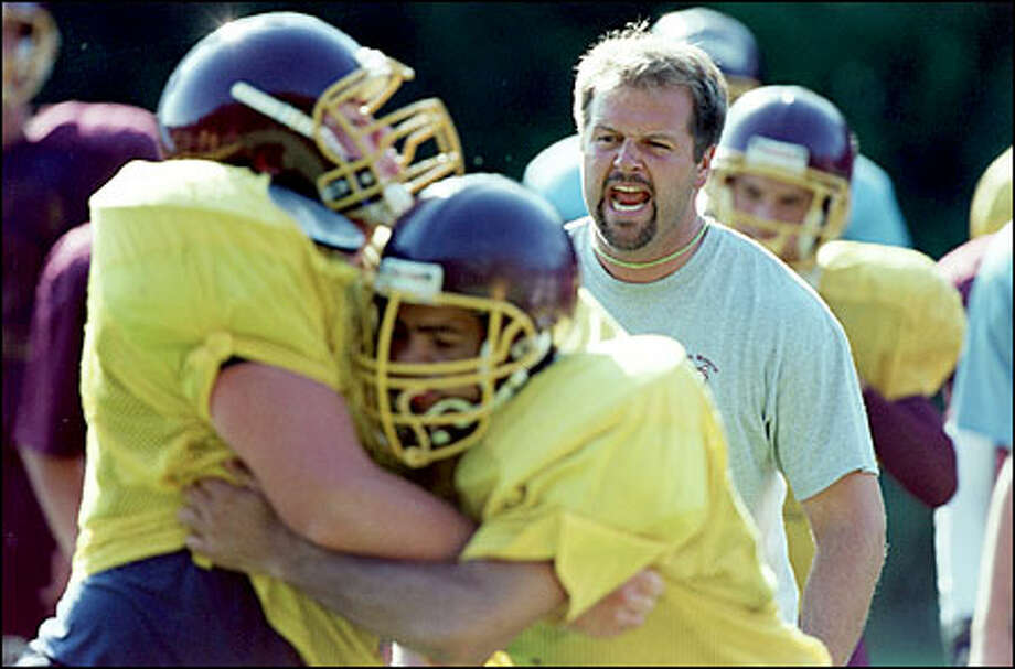 D.J. Sigurdson makes himself heard during a blocking drill. His South Kitsap team is considered the class of the Narrows League. Photo: Paul Joseph Brown/Seattle Post-Intelligencer