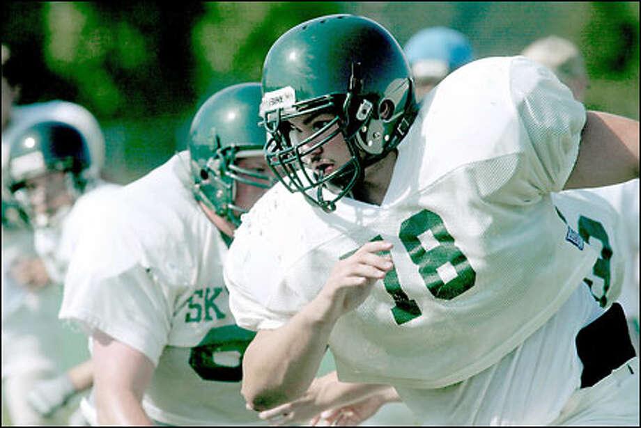 Offensive lineman Brett Thielke prepares to lower the boom during a blocking drill at Skyline High School. Photo: Grant M. Haller/Seattle Post-Intelligencer