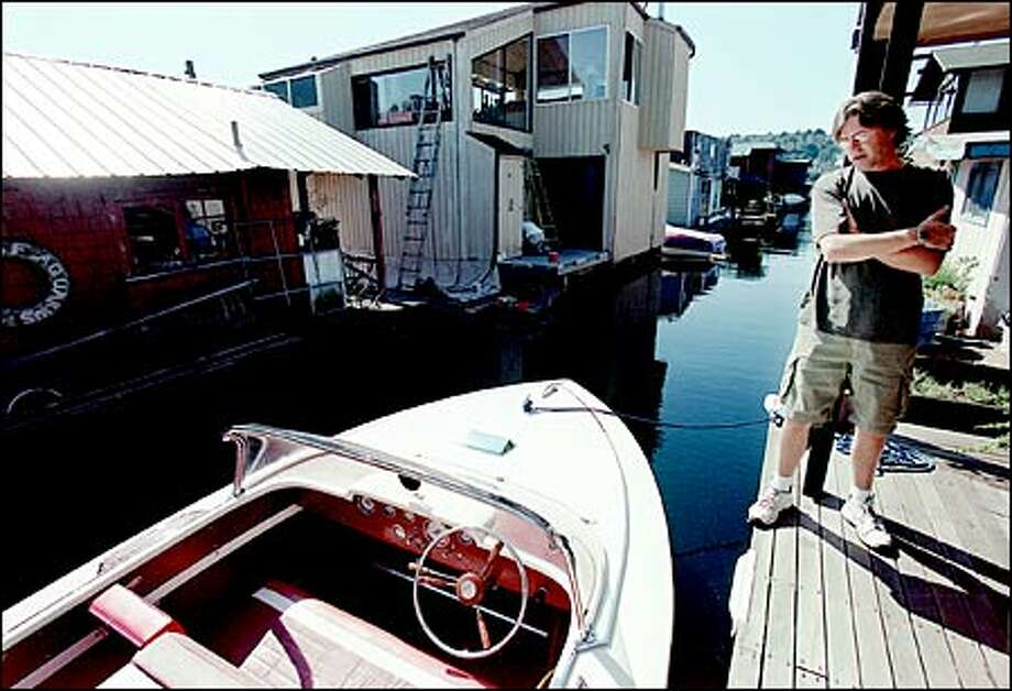He misses his garage, but Larry Sunde enjoys stepping from the deck of his houseboat into his classic 1964 Mercury Sabre for a cruise around Lake Union. Photo: Paul Joseph Brown/Seattle Post-Intelligencer