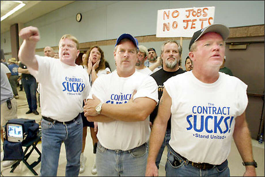 Machinists react to the announcement last night that there will be no strike at Boeing's jet factories. About 61 percent of union members voted to strike -- not quite enough. Photo: Paul Kitagaki Jr./Seattle Post-Intelligencer