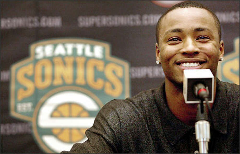 Newly re-signed Rashard Lewis is all smiles at Thursday's press conference. Photo: Dan DeLong/Seattle Post-Intelligencer