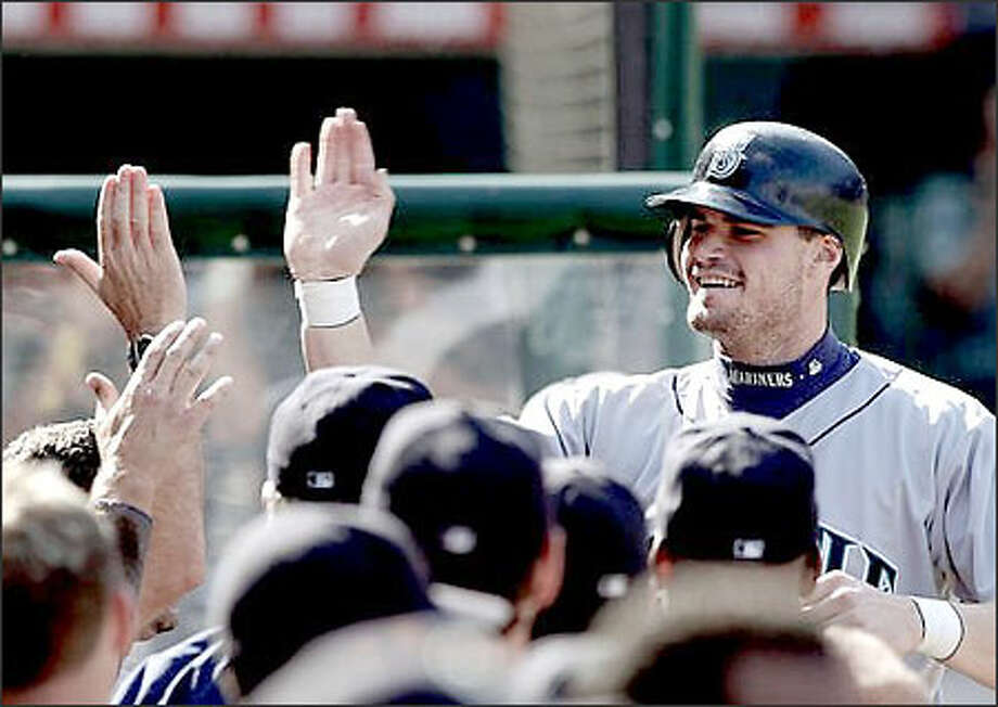 Pinch hitter Ben Davis is greeted by teammates after hitting a three-run homer in the seventh. It was the Mariners' first pinch homer in two years. Photo: / Associated Press
