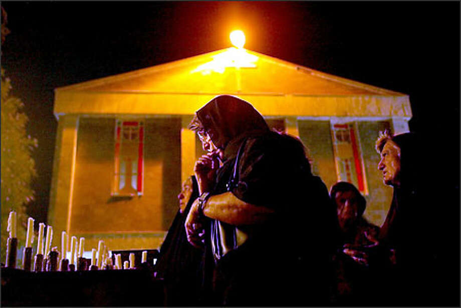 Chaldean Christians pray Sunday night at St. Teresa Church in the southern Iraq city of Basra. There are about 5,000 Christians in the Basra area, about 720,000 in the country overall. Photo: Paul Kitagaki Jr./Seattle Post-Intelligencer