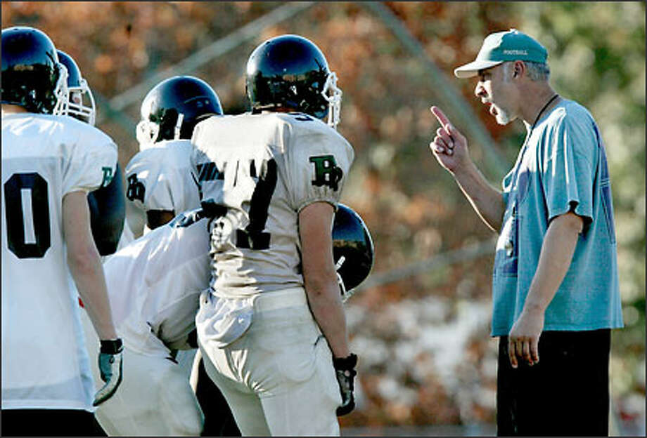 Franklin coach Joe Slye makes a point with his 0-5 team during practice. The Quakers face rival Garfield (1-4) tomorrow. Photo: Renee C. Byer/Seattle Post-Intelligencer