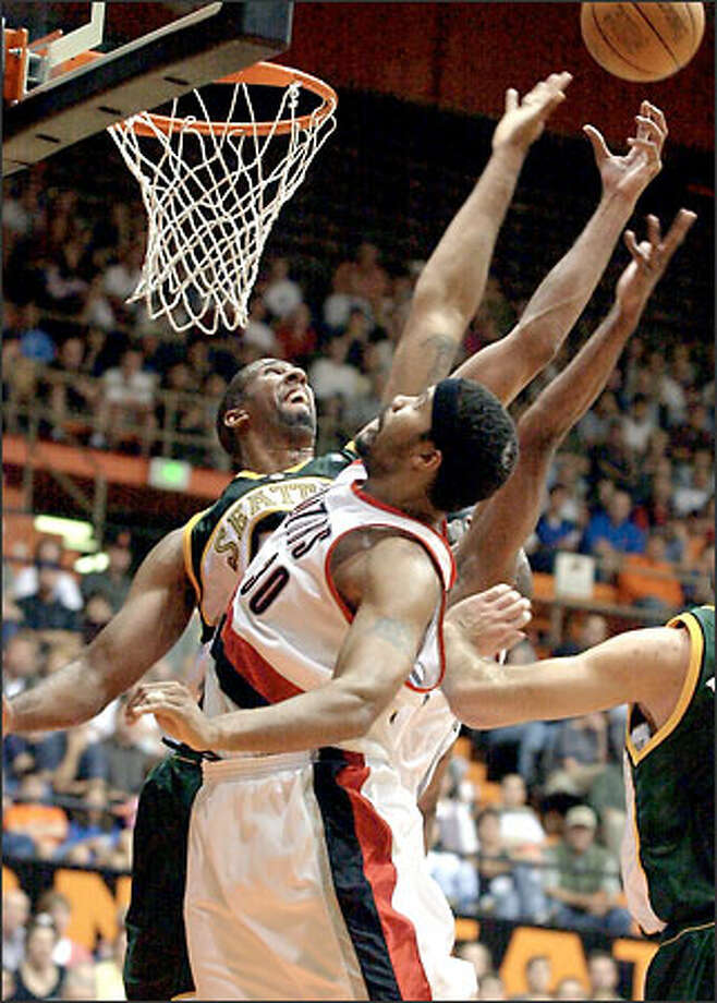 Sonics center Calvin Booth, at left battling Rasheed Wallace for a rebound Wednesday, hasn't scored a point in the past three games. Photo: / Associated Press