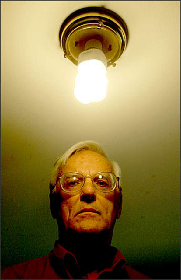 """Ed Arildson did an """"energy makeover"""" at his Bellevue home, including going to fluorescent light bulbs and buying a more energy-efficient refrigerator. The effort didn't save a dime under Puget Sound Energy's two-tiered rate, which encourages switching power consumption to off-peak hours. The Arildsons did save money by lowering their overall electricity consumption. But they would have saved even more if they had not been on time-of-day billing. Photo: Mike Urban/Seattle Post-Intelligencer"""