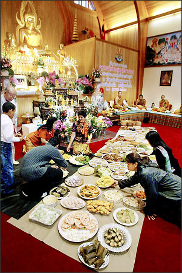 Worshippers at Washington Buddhavanaram take offerings of food this week to the Auburn temple. On Sunday, worshippers will celebrate the ancient Kathin ceremony, in which they bestow gifts on the monks. Photo: Daniel Sheehan/Seattle Post-Intelligencer