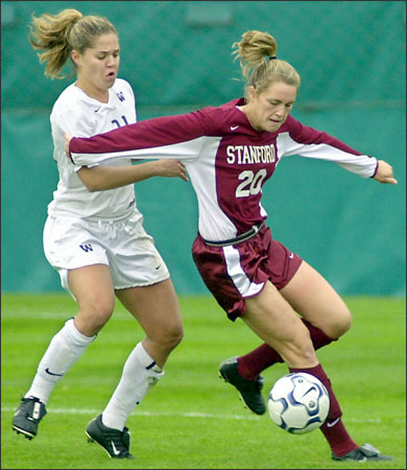 The Huskies' Kim Taylor applies pressure against Stanford's Marcie Ward. Jennifer Farenbaugh's goal at 37:59 stood up for the top-ranked Cardinal. Photo: Ron Wurzer/Seattle Post-Intelligencer