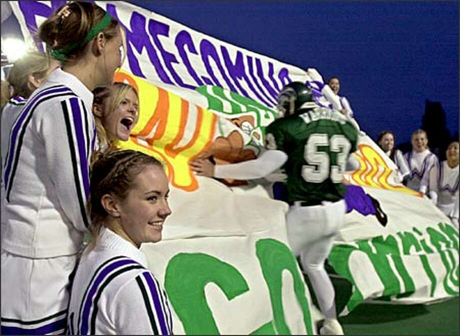 Edmonds-Woodway cheerleaders encourage football players at the school's homecoming. The Washington Interscholastic Activities Association soon may classify cheerleading as a sport. Photo: Ron Wurzer/Seattle Post-Intelligencer