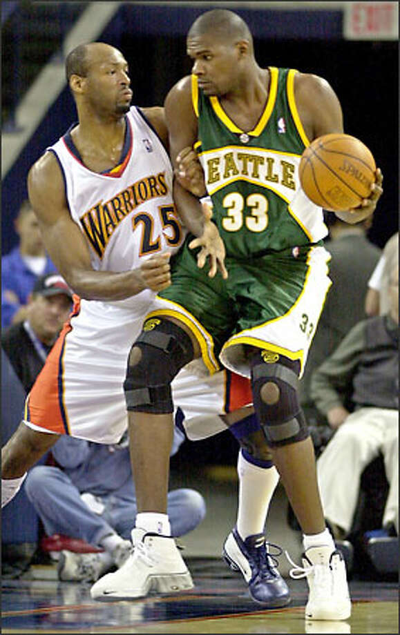 Golden State Warriors center Erick Dampier, left, defends Sonics center Jerome James during the second period Friday in Oakland, Calif. Dampier was called for a foul on the play. Photo: / Associated Press
