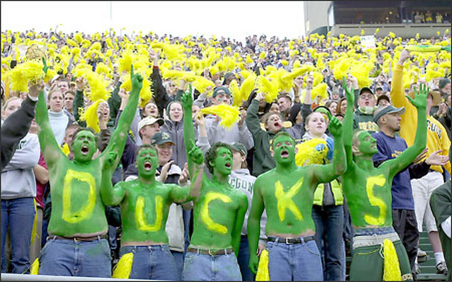 Fans at Autzen Stadium display their characteristic restraint, which undoubtedly will be on display tomorrow when the UW faces the Ducks for the first time in two years. Photo: / Associated Press