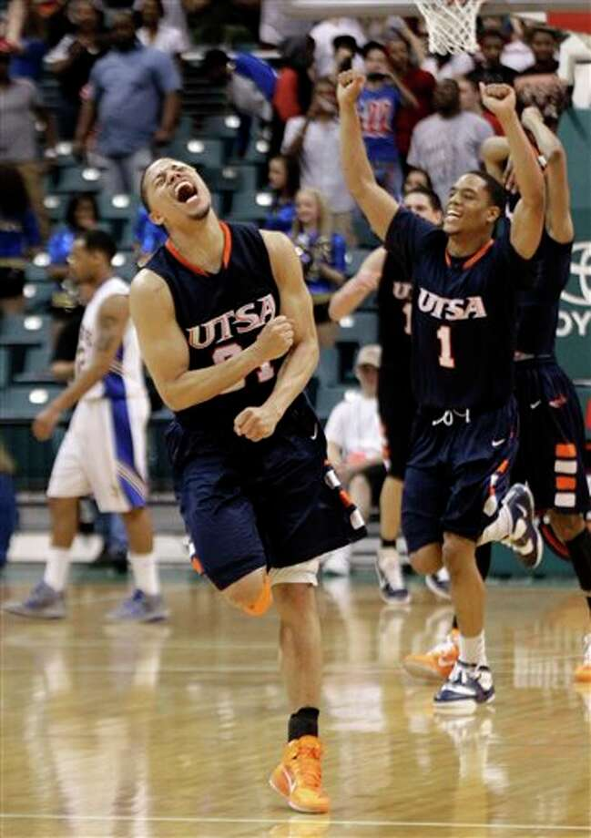 Devin Gibson (left) and Stephen Franklin start the celebration with their UTSA teammates after the final horn sounded Saturday afternoon. Gibson scored 13 of his 15 points in the second half. DAVID J. PHILLIP/ASSOCIATED PRESS