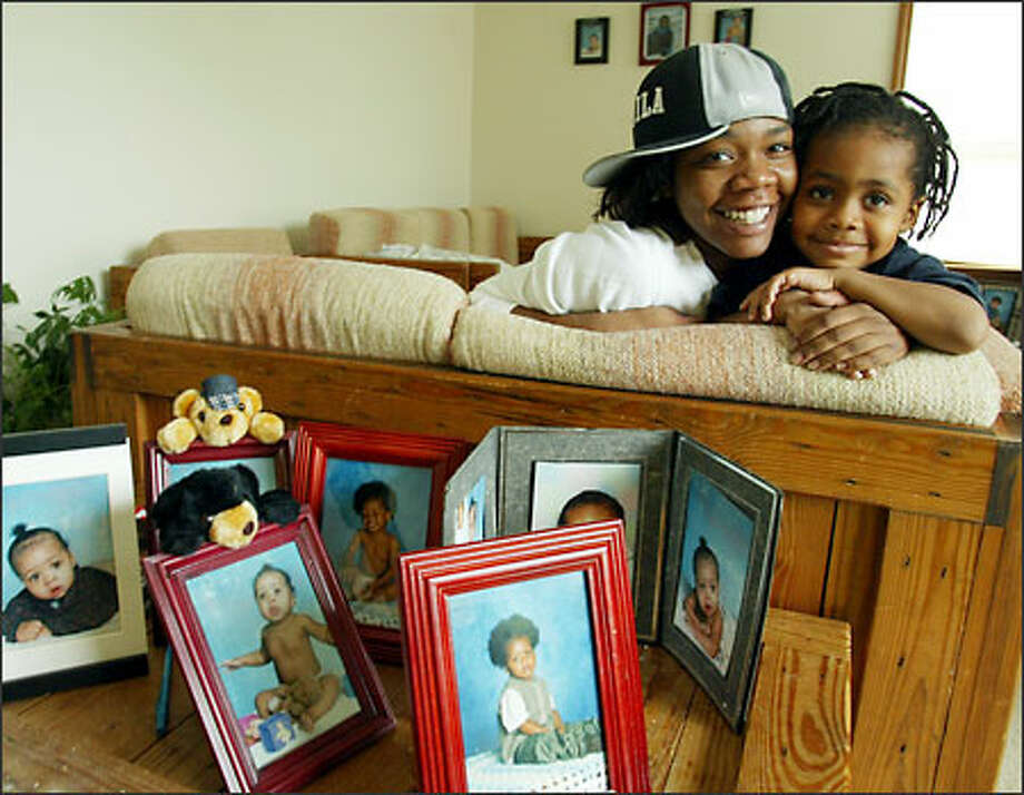 When Joan Walton became pregnant at 15 with son Derico, now 4, she got plenty of help from a caseworker at Central Youth and Family Services. Photo: Paul Joseph Brown/Seattle Post-Intelligencer