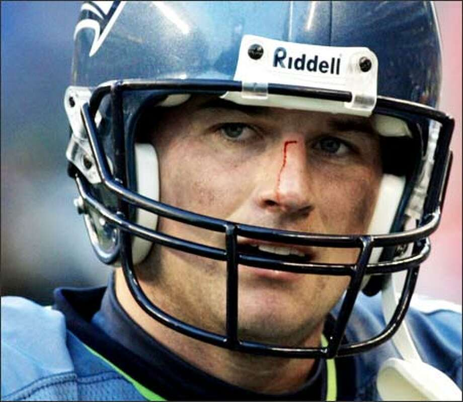 Blood runs down the nose of Matt Hasselbeck in the final minutes of the Seahawks' game against Washington. Photo: Dan DeLong/Seattle Post-Intelligencer