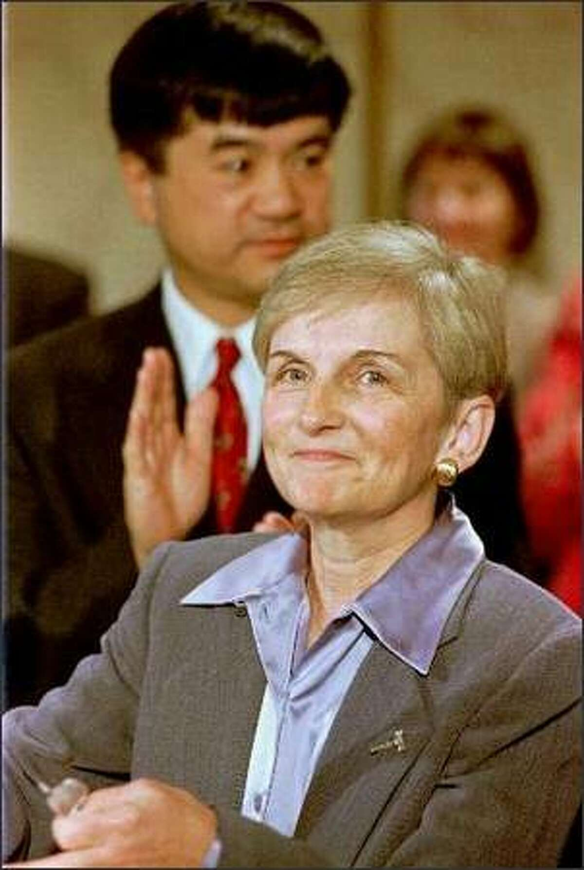 Bobbe Bridge is applauded by Gov. Gary Locke, left, after Locke announced her appointment to the Washington Supreme Court Nov. 9, 1999, in Olympia, Wash.