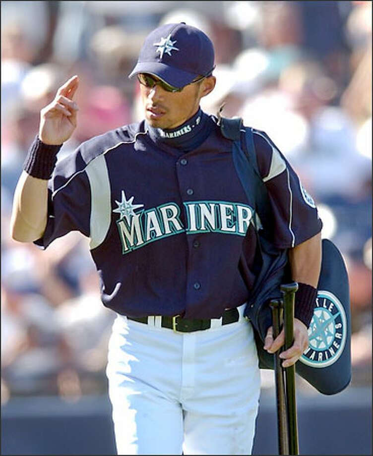 Japanese star Ichiro Suzuki of the Seattle Mariners acknowledges the ovation from the crowd as he leaves the Mariners' game against the San Francisco Giants on Friday, March 7, 2003, in Peoria, Ariz. Photo: / Associated Press