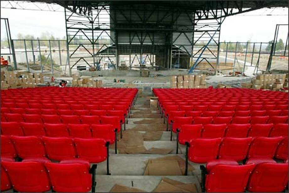 The White River Amphitheatre's acoustically treated metal roof covers 8,500 seats and allows the season to be extended beyond what's normally offered by outdoor venues. Photo: Gilbert W. Arias/Seattle Post-Intelligencer