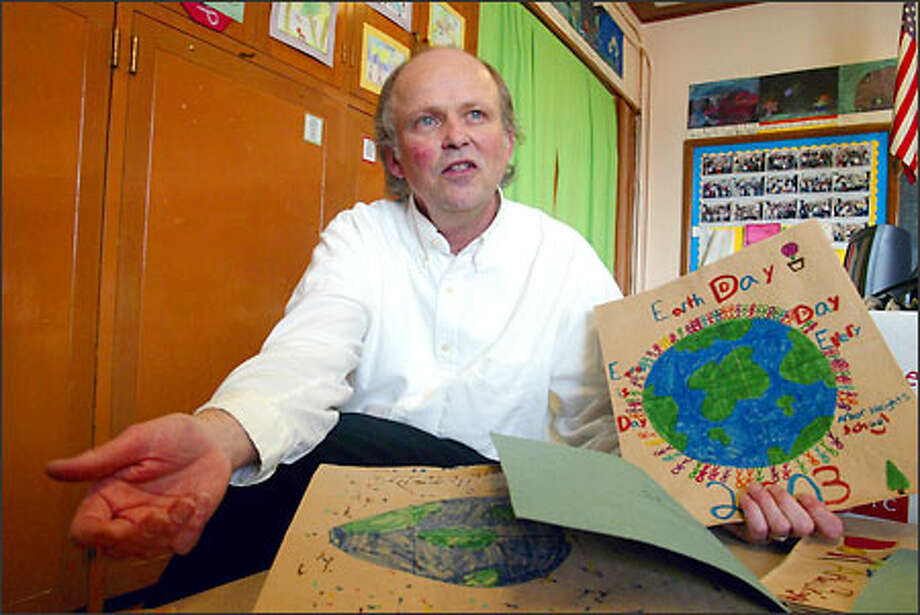 Ten years ago, Mark Ahlness began the Earth Day Groceries Project in Seattle to spread awareness. It now reaches around the world. Photo: Jim Bryant/Seattle Post-Intelligencer