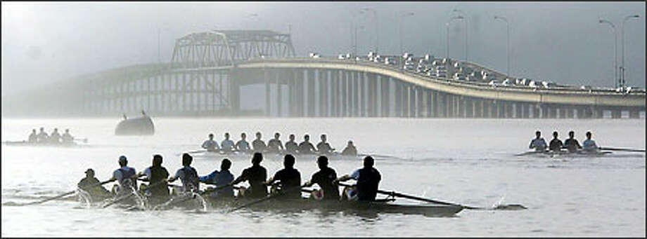 Washington crews work out in the chill morning air on Lake Washington even before the lanes on the 520 Evergreen Point Bridge are backed up with commuters. Photo: Dan DeLong/Seattle Post-Intelligencer