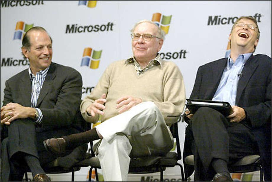 Warren Buffett, center, jokes with Leonard Schrank, left, of the financial cooperative Swift, and Bill Gates as they met the media yesterday in Redmond. Photo: Phil H. Webber/Seattle Post-Intelligencer