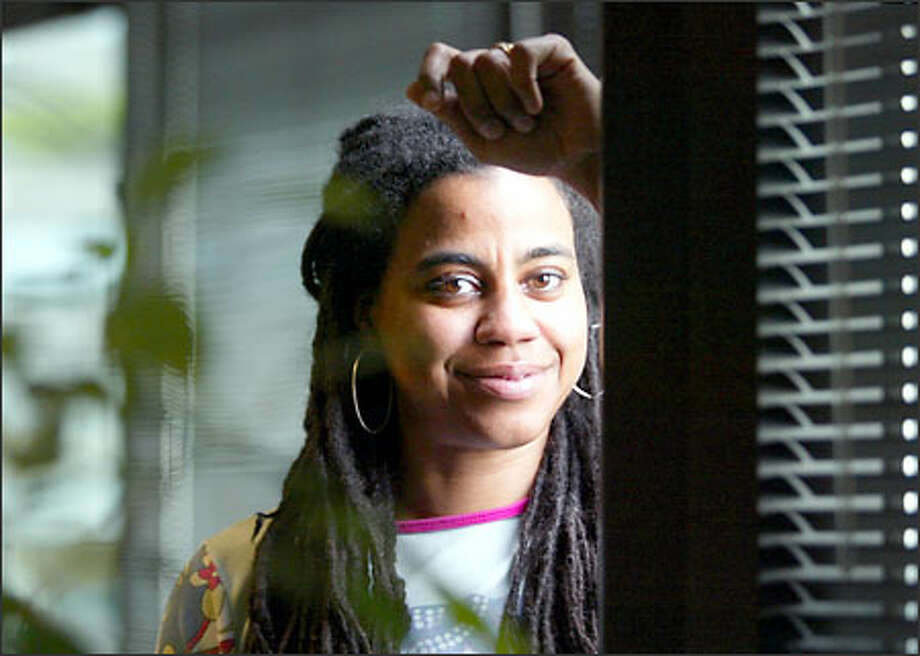 "Suzan-Lori Parks won the Pulitzer Prize last year for her play ""Topdog/Underdog"" and became the first African American woman to garner that playwriting laurel. A year before, the Mount Holyoke graduate received a MacArthur Foundation ""genius grant"" that brought her $500,000. Photo: Dan DeLong/Seattle Post-Intelligencer"