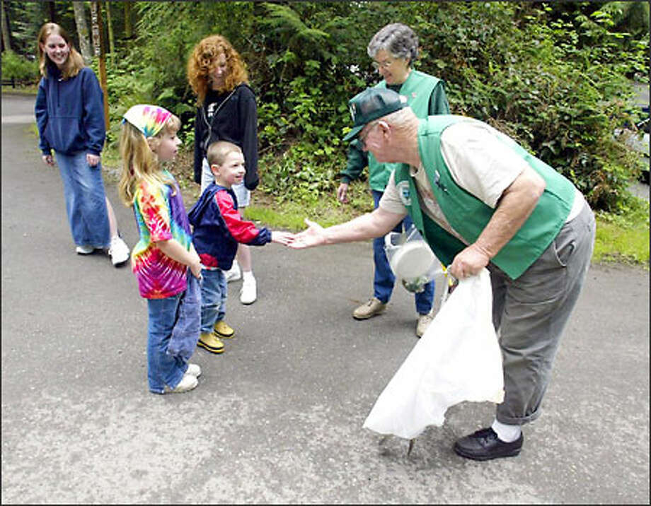 Red and Nelcyne Wright, at right, campground hosts at Camano Island State Park, greet Bain family members Katlyn and Josh, foreground, and Jessica and Shawna, background. Photo: Jim Bryant/Seattle Post-Intelligencer