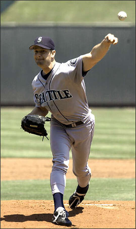 Mariners pitcher Jamie Moyer (8-2) shares the AL lead in wins after his fifth consecutive victory. Photo: ED ZURGA/AP