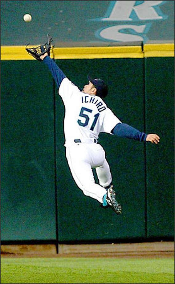 Ichiro Suzuki runs down a second-inning drive to rob Atlanta's Robert Fick of a hit and start a double play. Photo: Scott Eklund/Seattle Post-Intelligencer