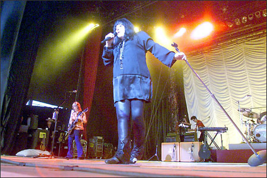 Lead singer Ann Wilson of Heart belts out songs during a hard-driving concert with sister Nancy Wilson on guitar at left. Concertgoers screamed and hollered in appreciation. Photo: LOREN CALLAHAN/P-I