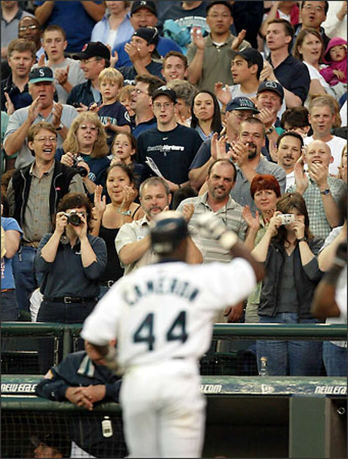 Mike Cameron receives a standing ovation after slugging his first homer of the game in the sixth inning to give the Mariners a 4-3 lead. Photo: MIKE URBAN/P-I