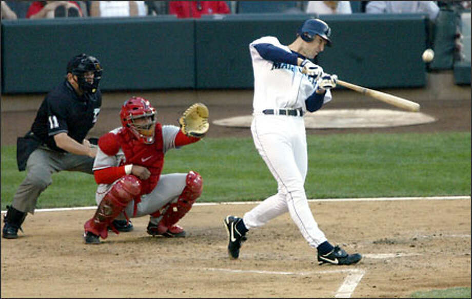 John Olerud smacks his 2,000th career hit -- a two-run homer in the fourth inning. Photo: KAREN DUCEY/P-I