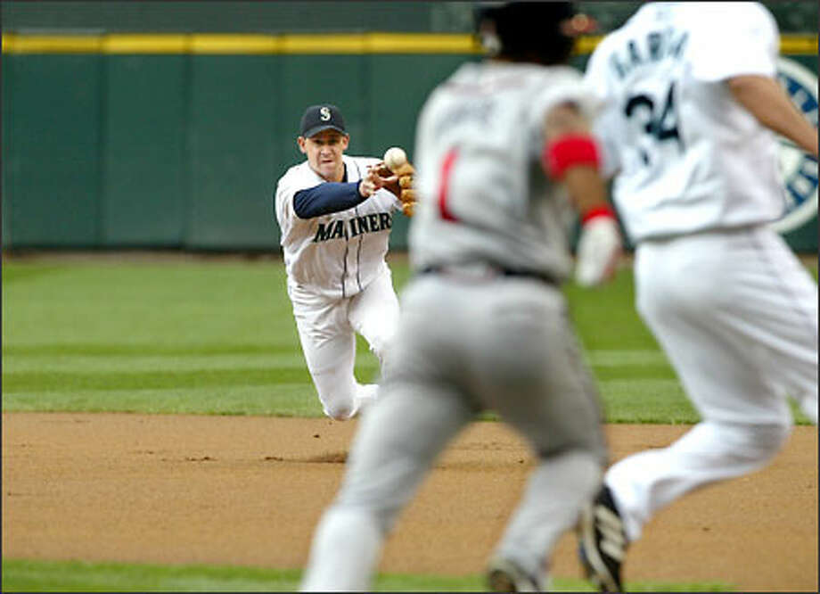 Two-time Gold Glove second baseman Bret Boone throws to a covering Freddy Garcia to force Atlanta's Rafael Furcal at first base on June 13. Photo: Scott Eklund/Seattle Post-Intelligencer