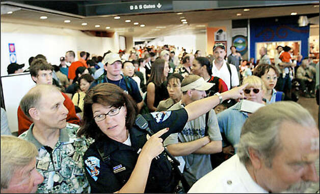 Sea tac problems keep passengers waiting again for Door 00 seatac airport