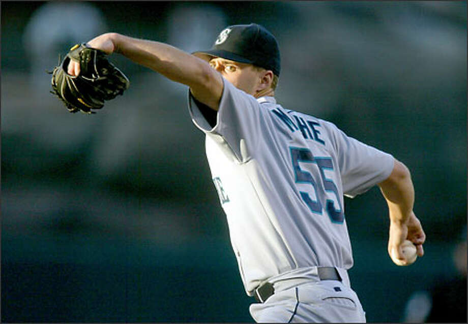 Mariners starter Gil Meche delivers against the Angels in the first inning. The Angels roughed him up for four runs in the second, but Seattle rallied to give Meche (10-3) the victory. Photo: DANNY MOLOSHOK/AP