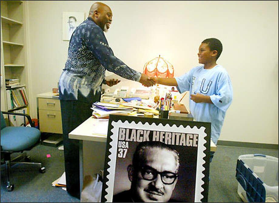 Devante Meullion, 10, bids farewell yesterday to Thurgood Marshall Elementary School Principal Ben Wright, who is taking a job in Philadelphia. Photo: Paul Joseph Brown/Seattle Post-Intelligencer