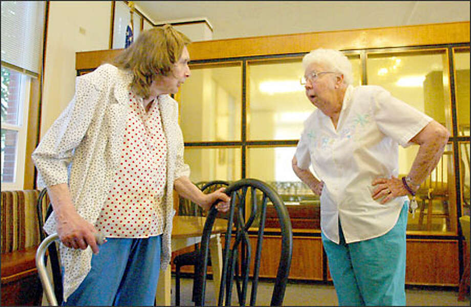 Shirley Crawford, 74, left, and Mildred Hunter, 87, discuss Medicare and prescription-drug costs yesterday at their North Seattle retirement home. Hunter spends $200 a month on pills. Photo: David Bitton/Seattle Post-Intelligencer