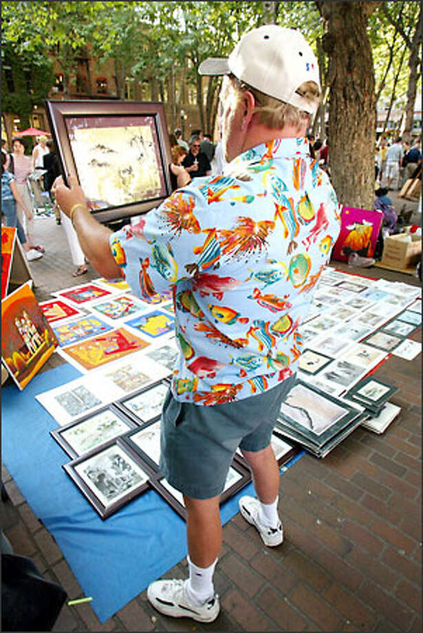 Mike Paulsness of Shoreline scrutinizes the work of artist Phuong Anh Nguyen at Occidental Park during the First Thursday art walk last night. Photo: Mike Urban/Seattle Post-Intelligencer